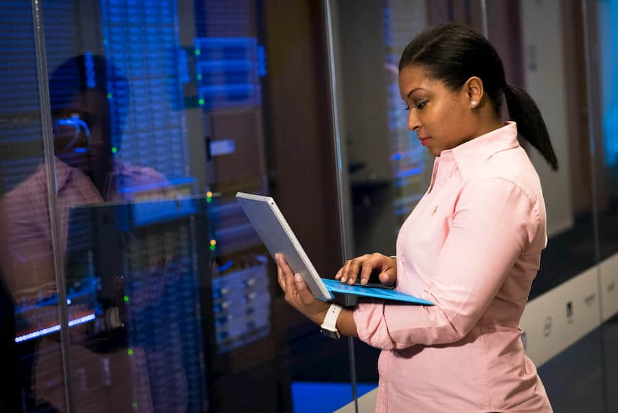 WOMAN STANDING IN FRONT OF A DATABASE FOR GCMS