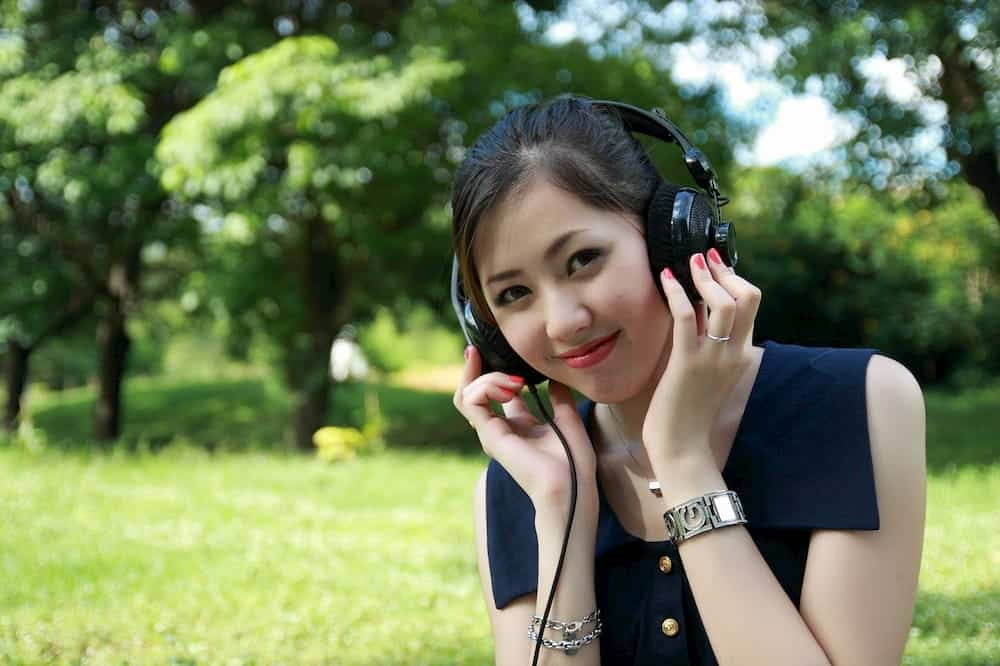 practice speaking by listening tips to pass ielts speaking test