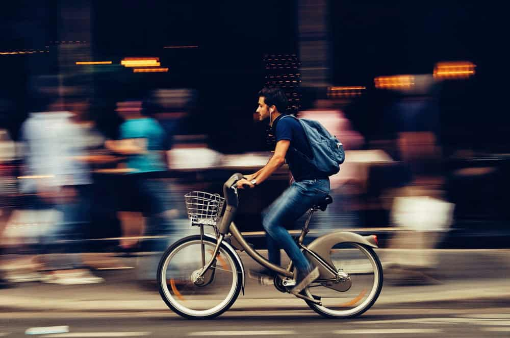 biking in toronto canada as a way to get around the city